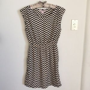 $4 SALE EU fully lined non wrinkling chevron dress